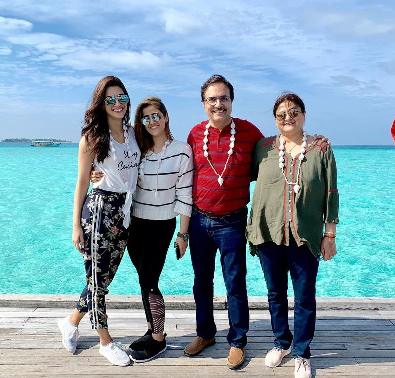 Nupur-Sanon-With-Family